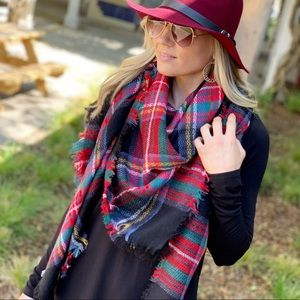 ✨RESTOCKED✨Black plaid blanket scarf